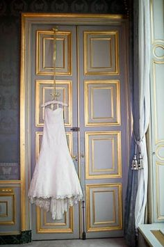 a gorgeous dress shot (and ditch the plastic hangers for it!)