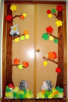 Коллективная работа Аппликация из «ладошек»: Осень в гости к нам пришла. Оформление группы. Бумага, Бумага газетная, Гуашь Праздник осени. Фото 1