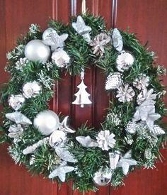 Ezüst - fehér ajtódísz. White-Silver Wreath for Xmas