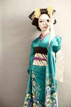 love the colour and pattern of the kimono!