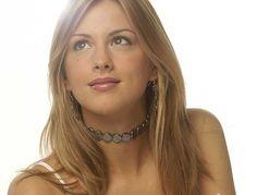 Collar Vesta - Collar muy original y atractivo tipo gargantilla con Perlas negras planas de 15 mm. de medida ajustable de gracias al cierre de Plata de Ley con cadena. Perfecto para agregarle un toque moderno a cualquier atuendo.