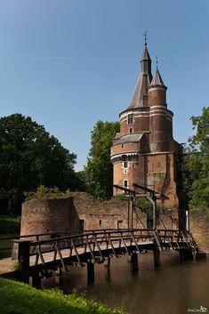Castle Duurstede, a medieval castle in Wijk bij Duurstede in the province of Utrecht in the Netherlands. #AmazingCastles #Netherlands