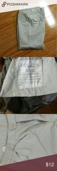 HAGGAR Men's pants 36?32 gray mens  pants Cotton gentle use one of my sons gave me his cloths that were worn during a brief weight change he is a great source for cloths he buys and purges,All purchases assist adult disabled, think I put right catagory or are these considered cargo Haggar Pants Chinos & Khakis
