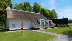 Koloniehuis de Pol #architecture #wood #black #countryside #kolonie #thatching