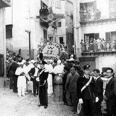Monreale1959 - Festa del SS. Crocifisso, passaggio via A. Veneziano foto Leica Palermo - archivio Manno- palermo in bianco e nero ( Facebook ) #sicilia #travelsource #catania #sicily #sicilytour #sicilianholiday #travelinsicily #sicilybaroque #igsicily #visiting #vacation #discoverearth #igsicily #igtravel #igerscatania #igerscatania #baroque #travelblogger #travelling #holidaysicily  #palermo #tourofsicily #tourguide #organizetrips #travelling #trip #winetour #outofthebittentruck…