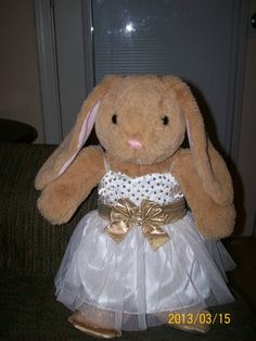 PRETTY BUILD-A-BEAR BUNNY/// OH MY GOD! I have that EXACT same bunny!! i got it in March 2013!!!