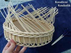 VK is the largest European social network with more than 100 million active users. Paper Basket Weaving, Willow Weaving, Newspaper Basket, Newspaper Crafts, Corn Husk Dolls, Making Baskets, Tie Dye Crafts, Mini Craft, Basket Decoration