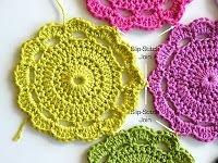 After receiving so many wonderful comments about my 'Maisie Flower', I decided to waste no time in sharing this pattern with you. Crochet Garland, Crochet Blocks, Crochet Squares, Knit Or Crochet, Crochet Crafts, Yarn Crafts, Crochet Projects, Free Crochet, Crochet Tutorials