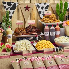 Throw a good old-fashioned western theme party for your little cowpoke with this helpful guide. Our posse of creative minds have whipped together everything you need from invitations, decorations, party favors and more. Rodeo Party, Cowboy Theme Party, Cowgirl Party Food, Western Party Foods, Cowboy Party Invitations, Texas Party, Farm Themed Party, Farm Party, Party Favors