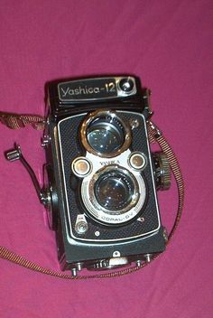 YASHICA 12 CAMERA TWIN LENS REFLEX looks to be in good shape, no case.