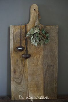 Houten snijplank - Health and wellness: What comes naturally Christmas Decorations, Holiday Decor, Diy Signs, Rustic Interiors, Inspired Homes, Rustic Decor, Wood Crafts, Home Furniture, Kitchen Decor