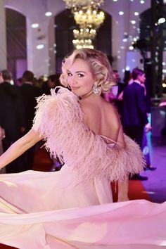 👗Róba @zuzanakubickova ✨Kouzelné šperky 💍@gismondi1754_prague @gismondi1754 💄Make up & hair by @ivanatoky 👛 Clutch @jimmychoo @luxurybagsprague Jimmy Choo, Hair Makeup, Aurora Sleeping Beauty, Events, Gowns, Disney Princess, Outfits, Dresses, Style