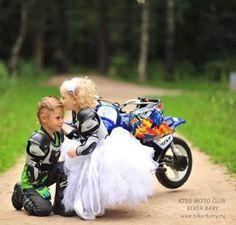 Kids Motorcycle, Motorbike Girl, Motocross Couple, Biker Couple, Fox Racing Baby, Cute Baby Girl, Cute Babies, Biker Photos, Bike Wedding