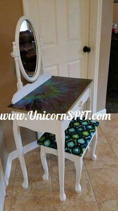 Vanity base done in homemade chalk paint Top done in Unicorn SPiT Reclaimed Furniture, Upcycled Furniture, Diy Furniture, Furniture Refinishing, Furniture Projects, Vanity Redo, Diy Makeup Vanity, Painted Chairs, Painted Furniture