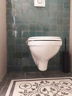 marokkaanse_wandtegel_zellige_atlas_petrol_10x10cm_toilet Bathroom Toilets, Small Bathroom, Cool Toilets, Downstairs Toilet, Home Deco, Interior Inspiration, House Design, Shower, Cool Stuff