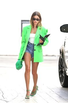 Short Outfits, New Outfits, Summer Outfits, Cute Outfits, Fashion Outfits, Green Blazer Outfits, Green Shoes Outfit, Blazer Verde, Daisy Duke Shorts