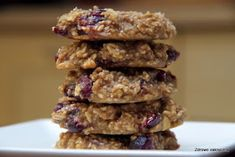 Healthy crazy: Delicious and quite easy Cookies oatmeal with cranberries. Without flour, fat, sugar and an additional! The absolute hit! Yummy Healthy Snacks, Cereal, Oatmeal, Dessert Recipes, Food And Drink, Sugar, Cookies, Breakfast, Cranberries