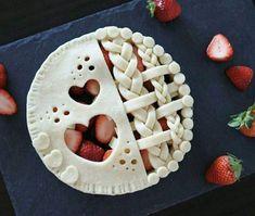 Pie crust designs to try. No Bake Desserts, Just Desserts, Delicious Desserts, Dessert Recipes, Yummy Food, Chocolate Strawberry Pie, Chocolate Pies, Pie Crust Designs, Pie Decoration