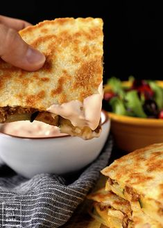 Cheeseburger Quesadillas are quick, fun, and finger lickin' good! This easy dinner recipe goes from fridge to table in under 30 minutes. Quesadillas, Quesadilla Sauce, Quesadilla Recipes, Cheeseburger Quesadilla, Cheeseburger Cheeseburger, Cheese Burger, Burger Toppings, Meat Appetizers, Appetizers For Party