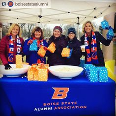 #BoiseState student welcome snacks until 1pm from @BoiseStateAlum!  #Repost @boisestatealumni Welcome back students! Alumni serving FREE hot chocolate and kettle corn 11-1PM on the Quad  #broncostudents #broncowelcome #boisestate