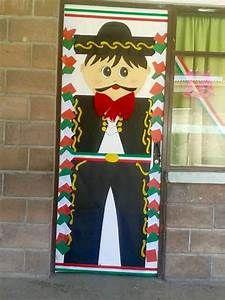 Tissue paper mexican door decoration classroom ideas for Puertas decoradas 16 de septiembre