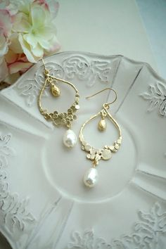 Ivory Gold Moroccan, Boho, Bubbles, Dots, Ivory Pearl Wedding Oh . Pearl Earrings Wedding, Bridal Earrings, Pearl Jewelry, Wedding Jewelry, Gold Jewelry, Gold Ivory Wedding, Bridesmaid Necklace Gift, Accesorios Casual, Wedding Gifts For Bridesmaids
