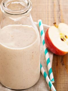 """A delicious, kid-friendly apple pie smoothie with the """"a la mode"""" blended right in! Naturally vegan, dairy-free, soy-free & gluten-free. @sodelicious"""