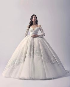 "4,908 aprecieri, 54 comentarii - Valdrin Sahiti Official (@valdrinsahitiofficial) pe Instagram: ""VS F/W 2017 #valdrinsahitiofficial #weddinggown #bridalcollection"""