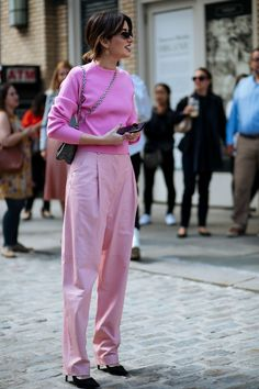 It's Baaaaack: All The New York Fashion Week Street Style Yo.- It's Baaaaack: All The New York Fashion Week Street Style You Need - Fashion Mode, Pink Fashion, New Fashion, Trendy Fashion, Fashion Tips, Fashion Spring, Fashion Trends, Fashion Ideas, Fashion Hacks