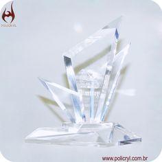 Troféu feito de acrílico cristal com gravação a Laser.  Trophy done in crystal acrylic with laser engraving.