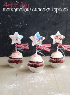 These adorable 4th of July marshmallow cupcake toppers are kid-friendly and delicious! 4th Of July Celebration, 4th Of July Party, Fourth Of July, Cupcake Toppers, Cupcake Cakes, Cupcake Ideas, Marshmallow Cupcakes, Marshmallow Recipes, Yummy Treats