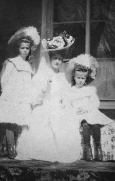 Maria, Alix and Anastasia, Ropsha, 1909