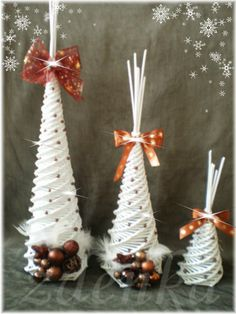 ✽vánoční stromečky✽ Christmas Hanging Baskets, Sun Paper, Holiday Crafts, Holiday Decor, Christmas Decorations, Christmas Ornaments, Paper Jewelry, Kirigami, Xmas Tree