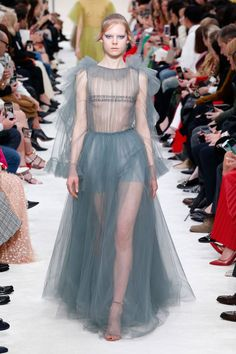 A model walks the runway at the Valentino show at Paris Fashion Week Autumn/Winter on March 2019 in Paris, France. Get premium, high resolution news photos at Getty Images Dolly Fashion, Fashion Beauty, Womens Fashion, Red Valentino Dress, Belle Silhouette, Ugly To Pretty, Vogue, Thrift Fashion, Catwalk