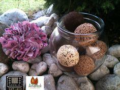 Tarro redondo de vidrio con detalle de flor de tela tejida palo de rosa print,  acabado: derivado de caucho. Contenido : 10 trufas grandes.