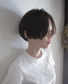 """It can not be repeated enough, bob is one of the most versatile looks ever. We wear with style the French """"bob"""", a classic that gives your appearance a little je-ne-sais-quoi. Here is """"bob"""" Despite its unpretentious… Continue Reading → Medium Bob Hairstyles, Short Hairstyles For Women, Diy Hairstyles, Cut My Hair, Hair Cuts, Bob Short, Asian Bangs, Cabello Hair, Shot Hair Styles"""