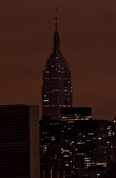 Empire State Building goes dark for #Earthhour