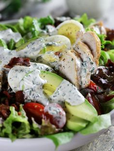 Creamy Avocado Chicken Salad Is Super Delicious Low-Carb Feast. It's Completely Mouthwatering With A Homemade Ranch Dressing, Bacon, Hard Boiled Eggs And Loads Of Healthy Veggies. Real Food Recipes, Chicken Recipes, Cooking Recipes, Healthy Recipes, Diet Recipes, Clean Eating, Healthy Eating, Healthy Fats, Feta