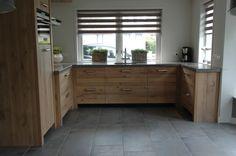 Maatwerk keuken van massief Eiken met granito blad