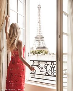 Take in the exquisite view of Eiffel Tower. @shangrilaparis 📷: @viva_lamoda.    #Shangrilahotels #Shangrilaparis #Shangrila #paris #roomwithaview #view #travel #vacation #wanderlust #adventure #travelgram #instatravel #travelphotography