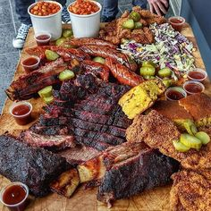 Hands down. The best barbecue platter I've ever laid my tender gaze upon. Bbq Beef Ribs, Party Food Platters, Brunch, Meat Platter, Snacks Für Party, Food Goals, Food Cravings, Food Presentation, Love Food