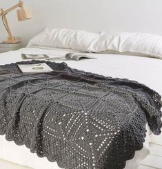 Today's crochet in the home pic comes from the lovely blog crejjtion.The owner and hooker of this amazing piece is Maaike. Find out more via the link.Beautiful Blanketby Maaike van KoertPublished in Simply Crochet, Issue 29 #crochetblankets