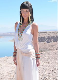 4391083 pero no alda Egyptian Beauty, Egyptian Queen, Cleopatra Costume, Egyptian Costume, Nefertari Novela, White Fashion, Covet Fashion, Ancient Egyptian Clothing, Camila Rodriguez