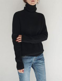 Minimalist Fashion Tips: 24 Womens Minimal Outfits - Biseyre Minimal Fashion Style Tips. Minimal fashion Outfits for Women and Simple Fashion Style Inspiration. Minimalist style is probably basics when comes to style. Fashion Mode, Look Fashion, Womens Fashion, Fashion Photo, Korean Fashion, Classic Fashion, Fall Fashion, Luxury Fashion, Fashion Black