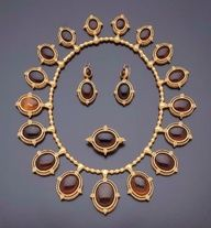 Neo-Etruscan gold and amber set