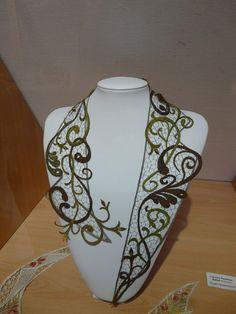 Evropský projekt Lace for fashion – krajka – album na Rajčeti Crochet Lace Collar, Bobbin Lacemaking, Bobbin Lace Patterns, Lace Cuffs, Lace Heart, Point Lace, Lace Jewelry, Needle Lace, Irish Lace