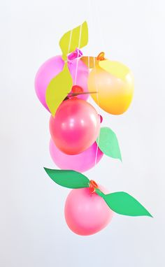 Give a balloon fruit gift tree! Balloon fruits filled with wishes, money and love make a great gift tree for bridal showers, new baby gifts and birthdays. Diy Party Decorations, Balloon Decorations, Tree Centerpieces, Balloon Ideas, Party Crafts, Fruit Gifts, Love Balloon, Diy Inspiration, Fruit Party