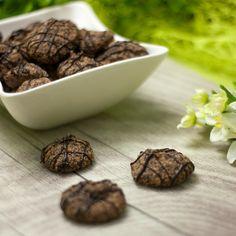 die low carb Schokokekse, sind eine leckere Nascherei für zwischendurch. Trotz der Schokolade sind sie keine Kalorienbomben und daher keine Sünde.