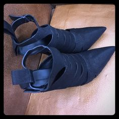 Alexander wang black heels Beautiful black stamped leather Alexander wang heels. Only worn twice. Excellent condition and super comfortable.  Size 40 Alexander Wang Shoes Heels