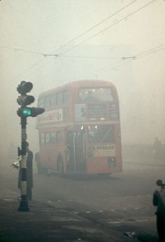 The Great Smog of London, or Great Smog of was a severe air-pollution event that affected the British capital of London in early Decem. London History, British History, Asian History, Tudor History, History Photos, History Facts, Vintage London, Old London, Old Pictures